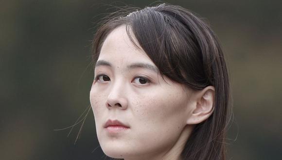 En esta fotografía de archivo del 2 de marzo de 2019, Kim Yo-jong, hermana del líder norcoreano Kim Jong-un, asiste a una ceremonia de colocación de ofrendas florales en el mausoleo de Ho Chi Minh en Hanói, Vietnam. . (Jorge Silva / Pool Photo vía AP, archivo).