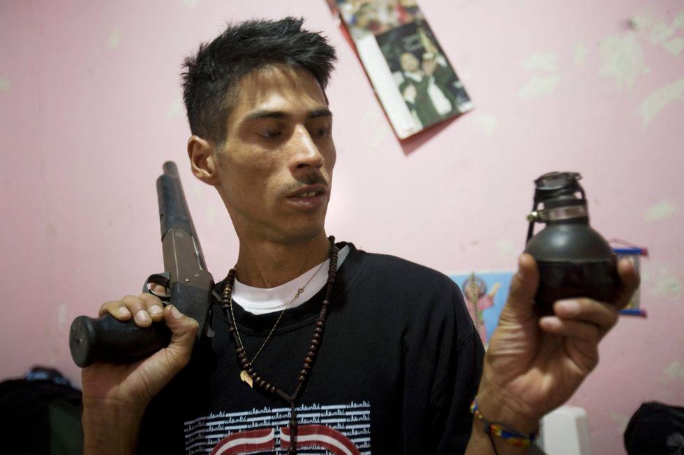Desde el 2016 se ha visto un aumento del uso de granadas en los enfrentamientos entre las fuerzas de seguridad y los delincuentes en Venezuela. (AP).