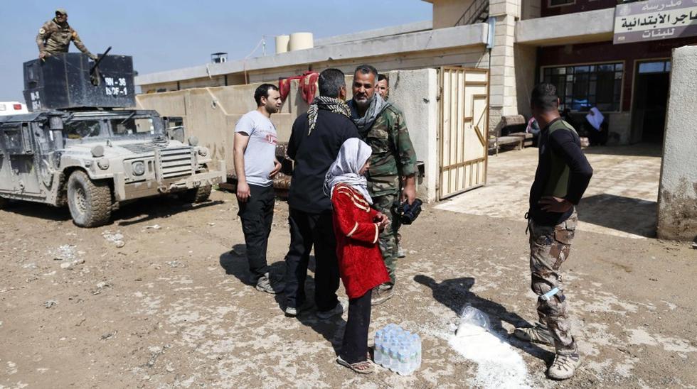 Al establecimiento de esta escuela en Mosul no le queda más que el nombre, inscrito en una fachada ocre acribillada por balas. (Foto: AFP)