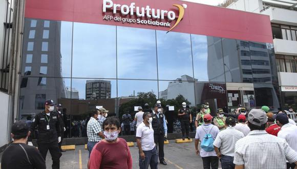 No es necesario pedir el retiro de hasta 4 UIT de tu fondo de AFP, sólo deberás solicitar lo necesario. (Foto: Andina)