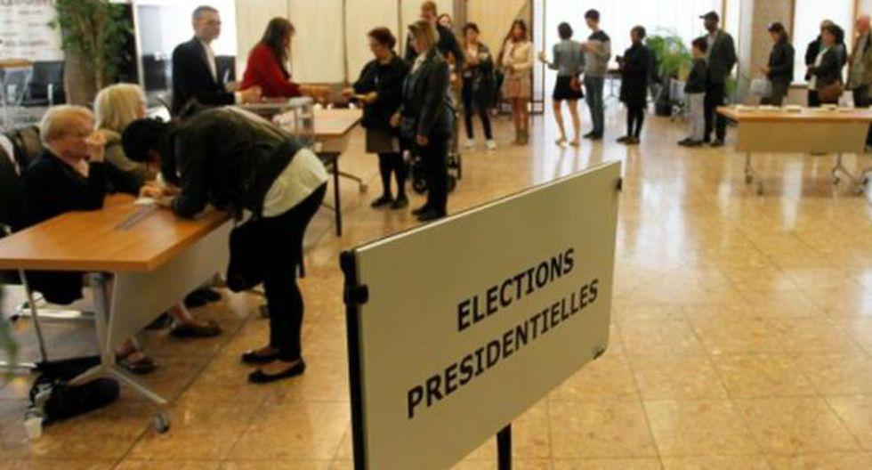Francia: Miles ejercieron su derecho a voto en EE.UU. y Canadá