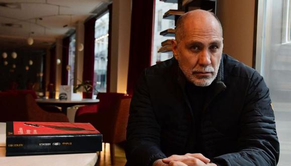 """Guillermo Arriaga habló con El Comercio sobre su galardonada novela """"Salvar el fuego"""". (Foto: Random House)"""
