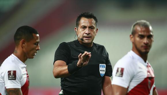 Julio Bascuñán fue parte de la polémica en el Argentina vs. Uruguay rumbo a Rusia 2018. (Foto: AFP)