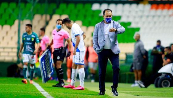Puebla terminó su relación con Juan Reynoso (Foto: AFP)