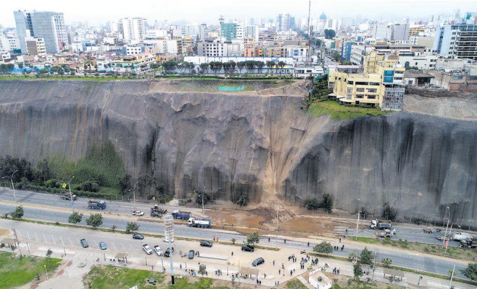 El 8 de agosto un derrumbe en la Costa Verde, a la altura del malecón Castagnola (Magdalena), evidenció el peligro del acantilado. Estudios confirman que el riesgo continúa.