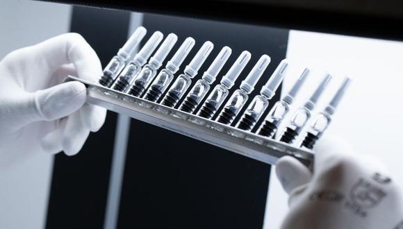Los esfuerzos por la búsqueda de la vacuna contra el COVID-19 continúan, por lo que los científicos no bajan la guardia (Foto referencial: AFP)