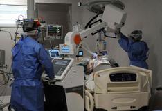 Argentina registra 9.043 casos y 229 muertes por coronavirus en día de velatorio masivo