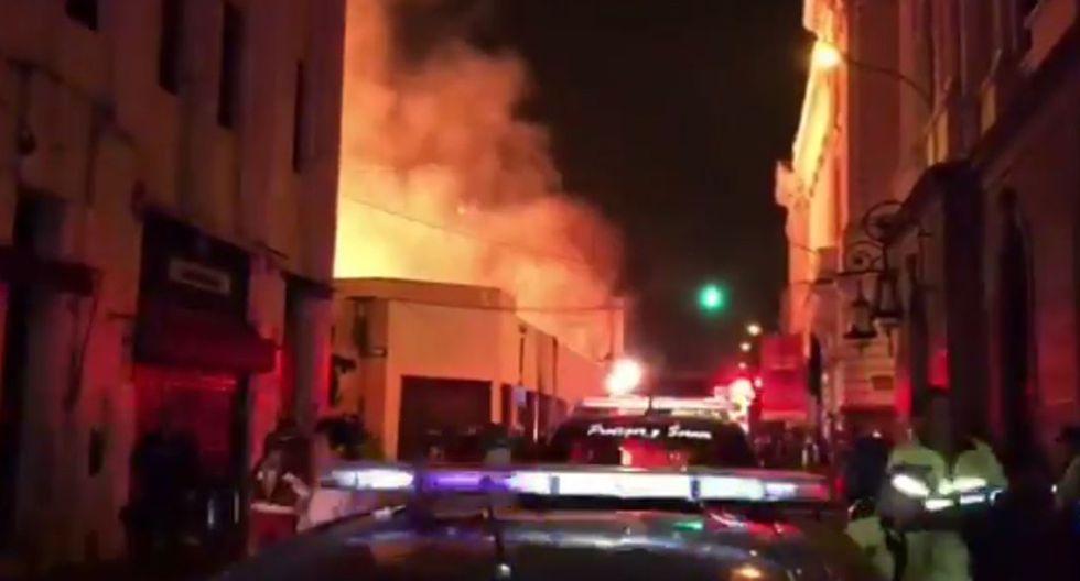 Incendio en el Centro de Lima consume galería comercial. (Foto: captura de video)