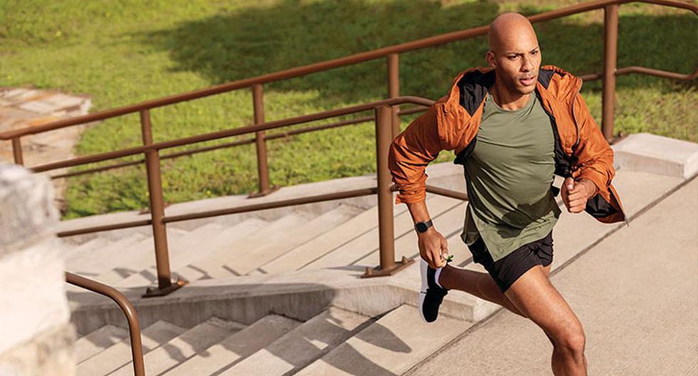 La nueva actualización del sistema operativo de Fitbit permite a más modelos realizar un mejor monitoreo de la saturación de oxígeno en la sangre.