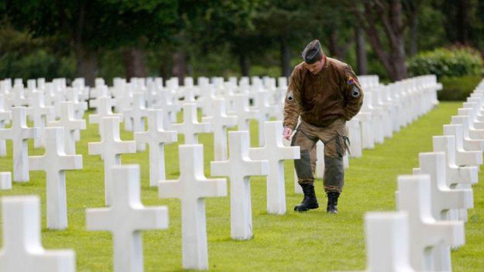 Muchos de los caídos en el Día D reposan en cementerios en Francia.