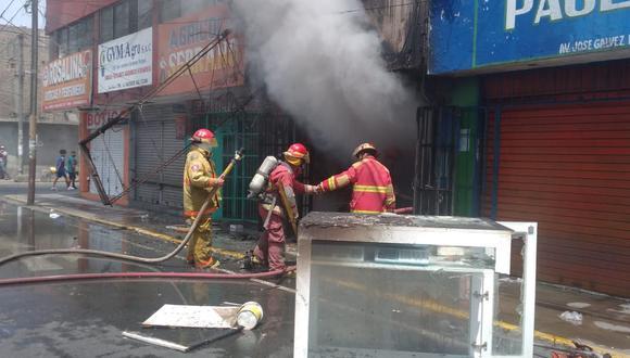 Chimbote: Bomberos controlan incendio registrado dentro de local comercial (Foto: Municipalidad del Santa)