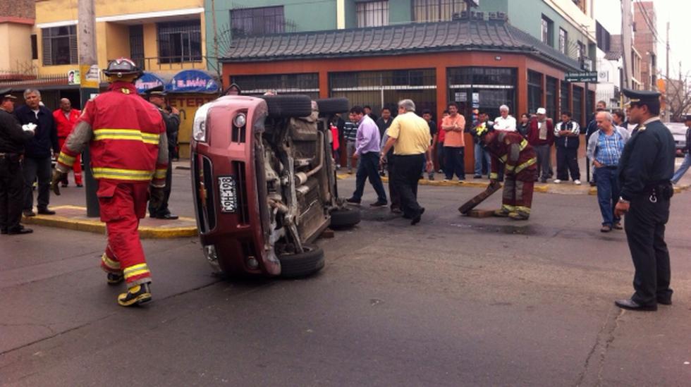 Choferes se estrellan en la avenida Sucre pero salen ilesos - 1