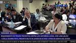El exburgomaestre sonríe en reiteradas oportunidades, mientras la fiscal expone argumentos de prisión preventiva. (Captura Justicia TV)