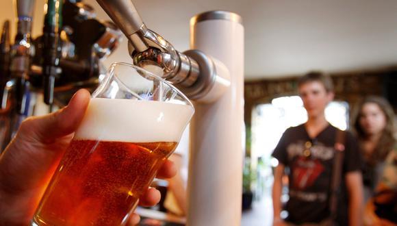 En la segunda etapa, se autoriza la elaboración de cervezas, vinos y otras bebidas alcohólicas. (Foto: AP Photo/Kirsty Wigglesworth)