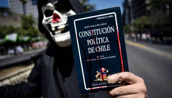 Una de las principales demandas de los chilenos durante las protestas fue el cambio de la actual Constitución, ampliamente criticada por haber sido creada en 1980 durante el régimen militar de Augusto Pinochet. (Foto: Getty Images)