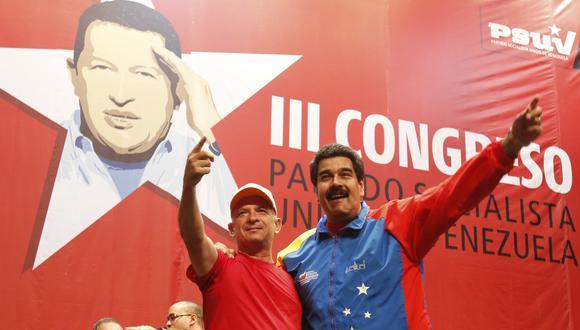 Hugo 'Pollo' Carvajal y el presidente de Venezuela, Nicolás Maduro. Foto del 2014. REUTERS