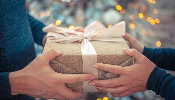 En este video te enseñamos la manera correcta en la que puedes envolver un regalo que vas a dar en Navidad | Foto: Pixabay / Referencial / Bob_Dmyt