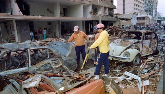 """COSTO SOCIAL. El periodo entre 1987 y 1993, con el terrorismo y la hiperinflación descontrolados, es uno de los más devastadores de nuestra historia reciente. """"Cambiaron al país por completo"""", dice el historiador José Ragas. (Foto: Archivo El Comercio)"""