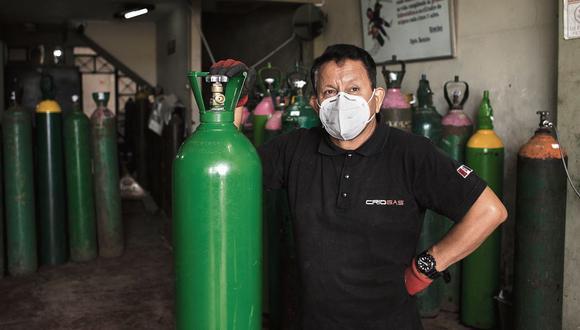 Luis Barsallo, un vendedor de oxígeno del Callao, sorprendió al país cuando se rehusó a subir los precios de sus balones pese a la alta demanda. (Foto: Joel Alonzo / GEC)