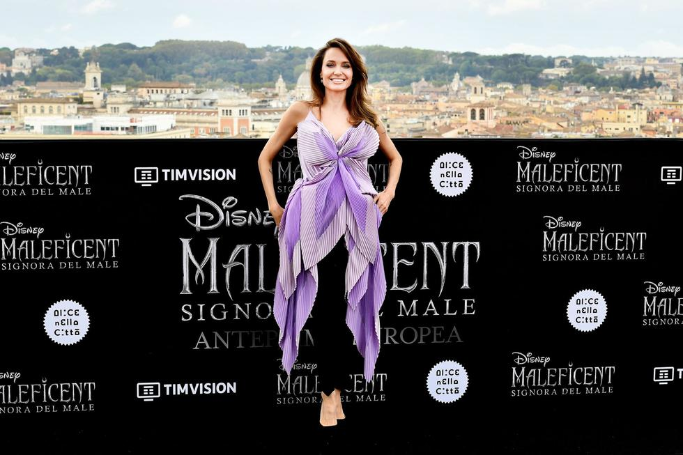 "US actress Angelina Jolie poses during a photocall for the European premiere of Disney's dark fantasy adventure film ""Maleficent : Mistress of Evil"" on October 7, 2019 in Rome. (Photo by Tiziana FABI / AFP)"