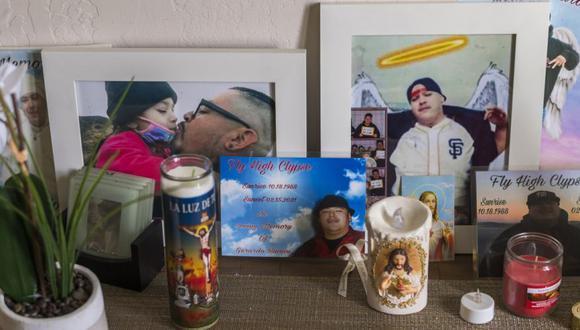 Un monumento a Jerry Ramos se encuentra en su casa en Watsonville, California. (Foto: AP / Nic Coury).