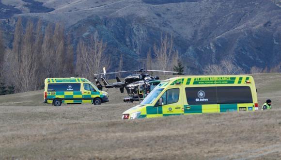 Dos helicópteros y cuatro ambulancias llegaron hasta el lugar del accidente. (Foto: Twitter @NewstalkZB)