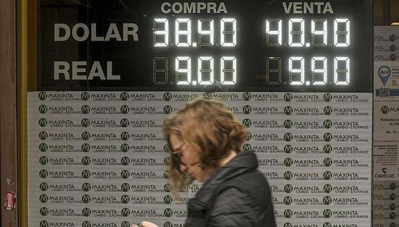 La cifra de hoy representa un leve incremento de 0.16% con respecto a los 56.43 pesos argentinos de la sesión previa. (Foto: AFP)