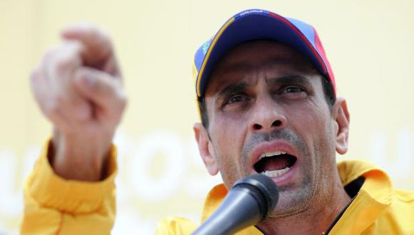 """Capriles desafía a Maduro: """"¿Es golpe o autogolpe de Estado?"""""""