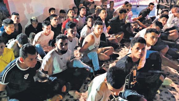 A inicios del mes, la PNP capturó a más de 100 ciudadanos venezonalos en un hotel de Punta Negra. Todos fueron acusados de participar en delitos en el Perú. (PNP)