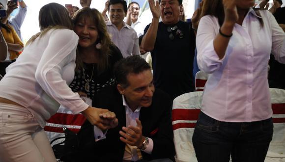 Omar Chehade celebró así los resultados del Flash América TV Ipsos Perú. (Foto: José Rojas Bashe / GEC)
