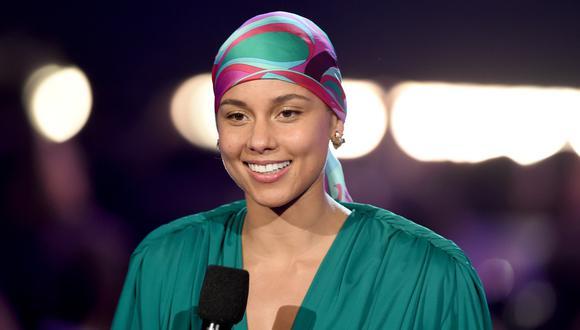 Alicia Keys decidió dejar de usar en el año 2016. (Foto: AFP)