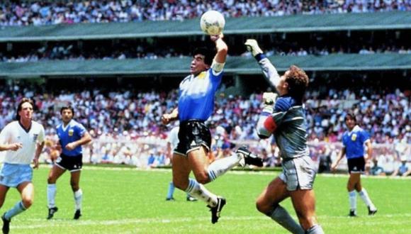 Diego Maradona: Peter Shilton no lo perdona por gol con la mano.  (Foto: Alejandro Ojeda)