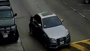 Surco: Mujer que fue arrastrada por auto manejado por su pareja denuncia nueva agresión
