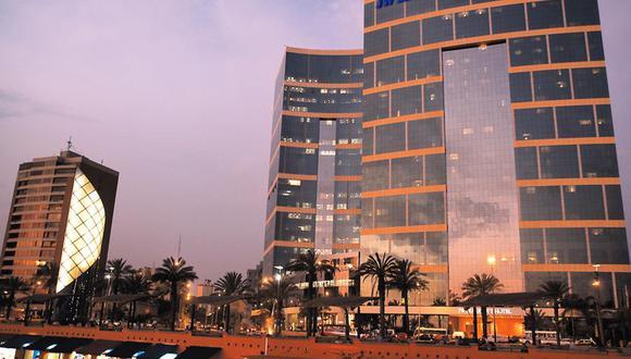La empresa Intursa del grupo peruano Breca compró esta semana el 100% de las acciones de Inversiones La Rioja, dueña del Marriott Hotel en el Perú.  La operación ha sido valorizada en más de US$200 millones y representa la transacción en el sector hotelero y bienes de raíces más grande del Perú.