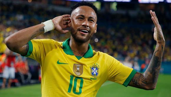 Colombia vs. Brasil: Neymar y el preciso lanzamiento de tiro de esquina para el 1-0 de Casemiro | VIDEO. (Foto: AFP)