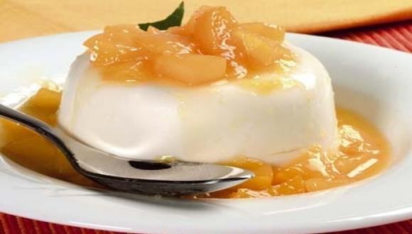 Panacotta de yogur con compota de mango