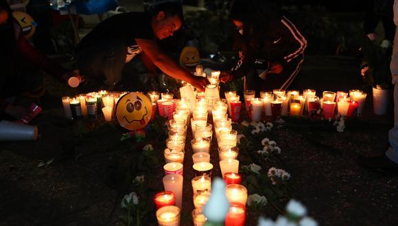 Vigilia en Ciudad de México para recordar a los muertos tras el derrumbe de la Línea 12 del metro. EFE