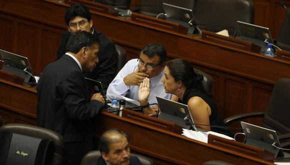 Congresistas discrepan sobre plazo que pone el Gabinete para la aprobación de cinco proyectos de ley