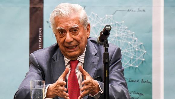 """Mario Vargas Llosa en la presentación de su libro """"La llamada de la tribu"""" en la Feria Internacional del Libro de Bogotá (Filbo). (Foto: AFP/Raúl Arboleda)"""