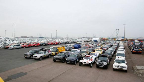 En el puerto de Le Havre (Francia) embarcaron hace unas semanas los vehículos que correrán en el Dakar 2018. (Foto: Facebook Dakar)