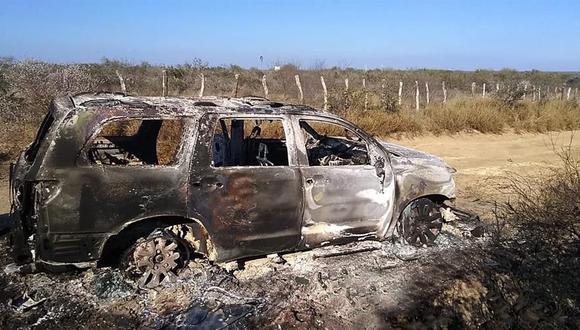 Un vehículo con cuerpos quemados que fue hallado por la Fiscalía General de Justicia de Tamaulipas en el municipio de Camargo. (EFE).