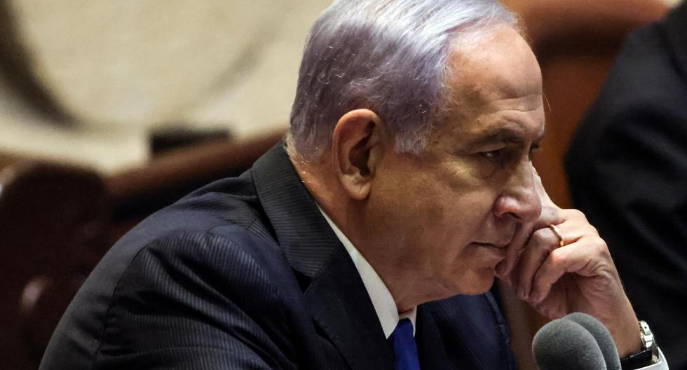 Este domingo, y tras 12 años, el Parlamento israelí formó un gobierno en el que no estará Benjamín Netanyahu. El saliente primer ministro es acusado de corrupción bajo cargos de soborno, fraude y abuso de poder. (Foto: Ronen Zvulun / Reuters)