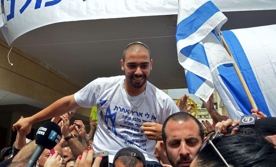 Soldado israelí es recibido como héroe tras cumplir condena por matar a palestino. (AFP).