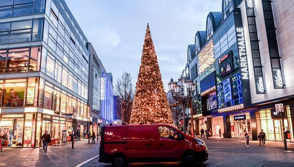 Las calles de Berlín desiertas para frenar el avance del coronavirus. Foto tomada el 16 de diciembre del 2020. EFE/EPA/FILIP SINGER