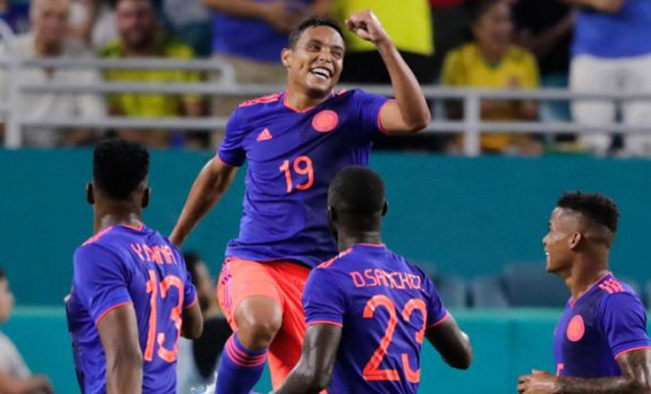 Luis Muriel anotó los dos goles de Colombia ante Brasil. (Foto: AP)