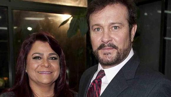 Arturo Peniche junto a sus hijos y su esposa Gaby Ortiz. (Foto: Televisa)