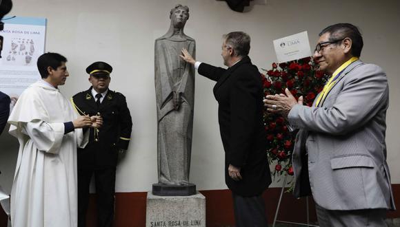 La escultura luce restaurada con sus piezas originales. Además, por medio de un anclaje metálico, se ha asegurado el pedestal para evitar futuros accidentes. (Municipalidad de Lima)