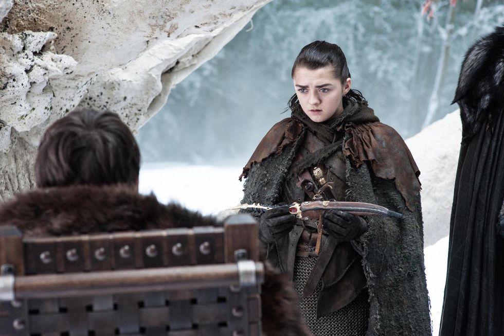 Bran le da la daga que Littlefinger le entregó y fue la clave para resolver todos los crímenes de este personaje. (Foto: HBO)