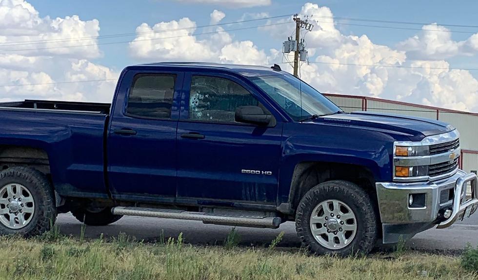 Una de los vehículos que fue atacado por el tirador de Odessa, en Texas. (AFP).