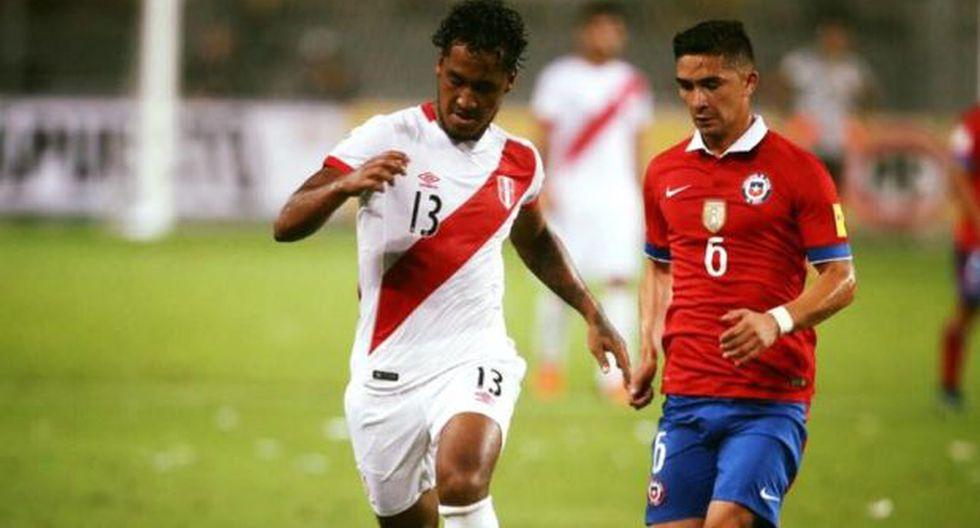 Renato Tapia regala una camiseta de la selección en Facebook